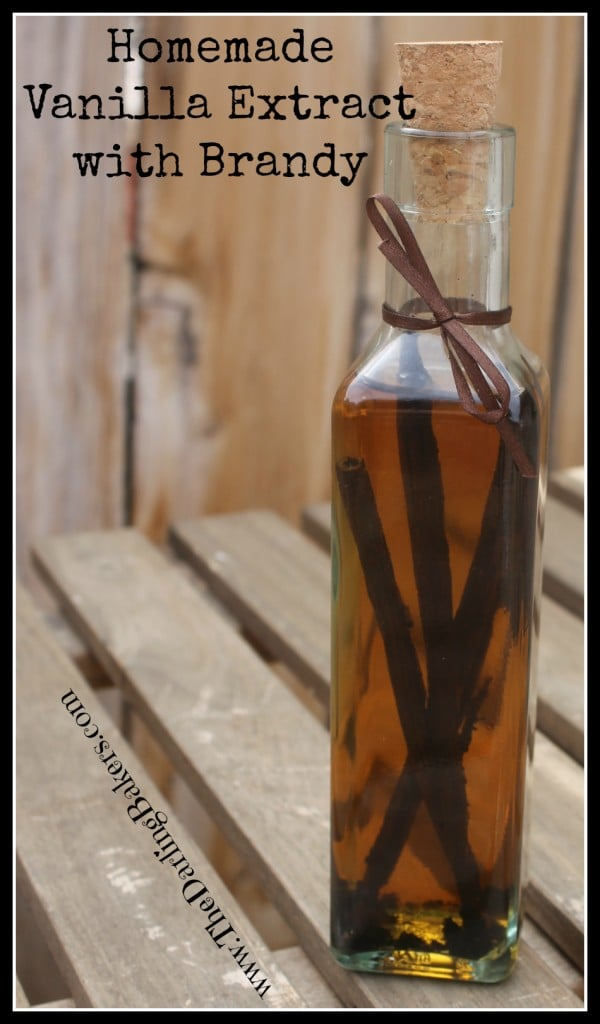 Homemade-Vanilla-Extract-with-Brandy